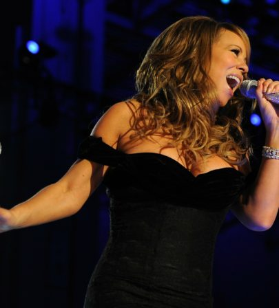 Mook News - Mariah Carey sings